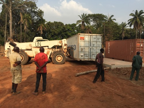 Unloading containers 2A
